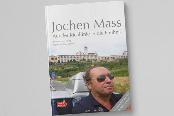 """Editorialdesign des Buchcovers """"Auf der Ideallinie in die Freiheit"""" über den rennfahrer Jochen Mass. Grafische Gestaltung Iris Hachtroudian von eswirdeinmal aus Stuttgart."""
