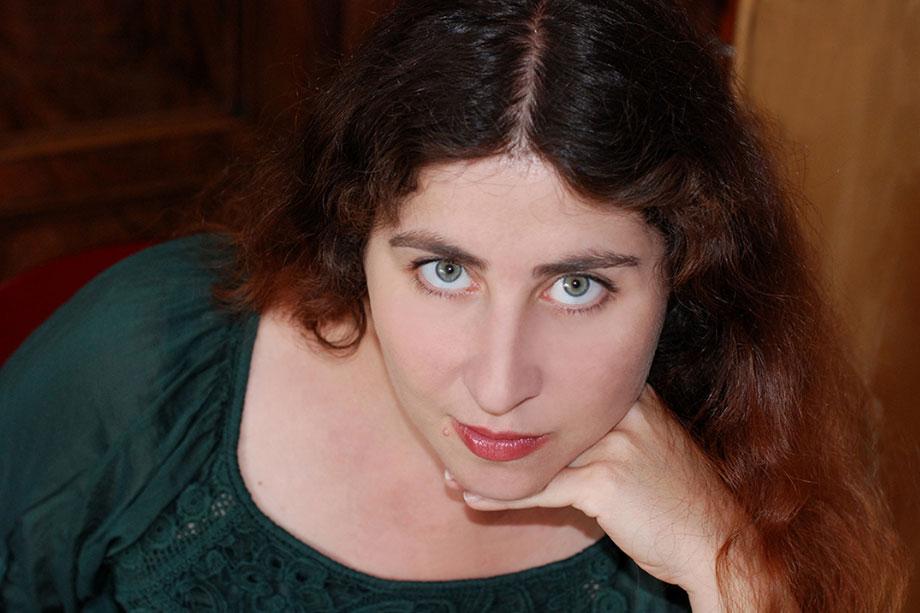 Iris Hachtroudian von eswirdeinmal aus Stuttgart. Kommunikationsdesignerin und Marketingfachkraft.